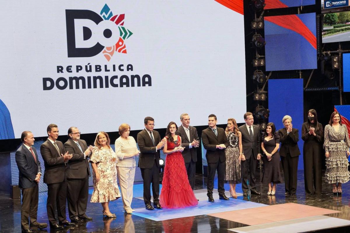 Isabella Fernández, ganadora del concurso del nuevo logo de Marca País