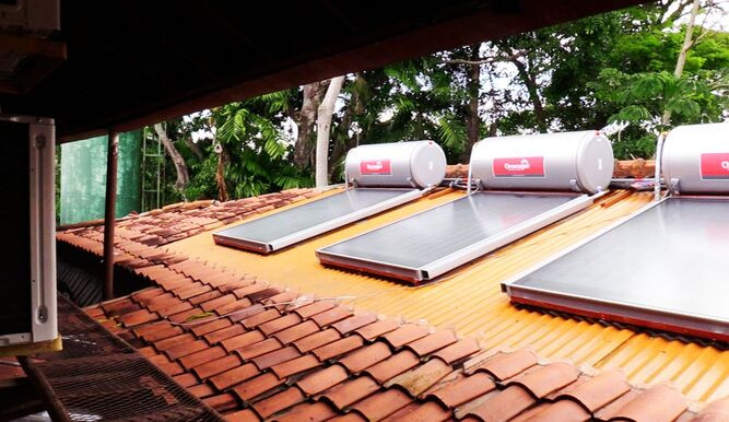 Calentadores solares instalados en el hotel Albrook Inn.