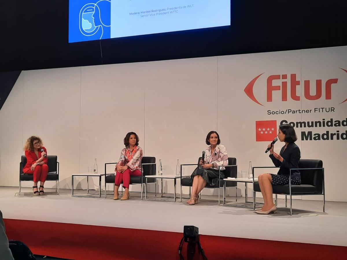 La ministra peruana Claudia Cornejo participó de un foro sobre liderazgo de las mujeres en el turismo