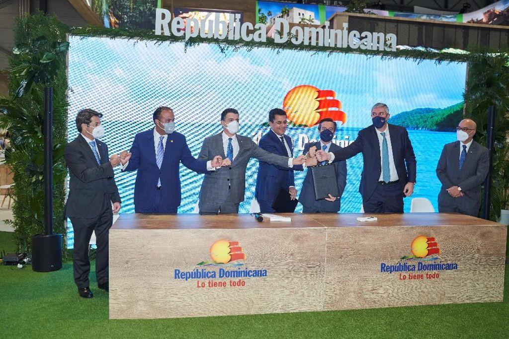 El Ministro de Turismo de República Dominicana, David Collado, y el Director General de IFEMA MADRID, Eduardo López-Puertas, firmaron el acuerdo.