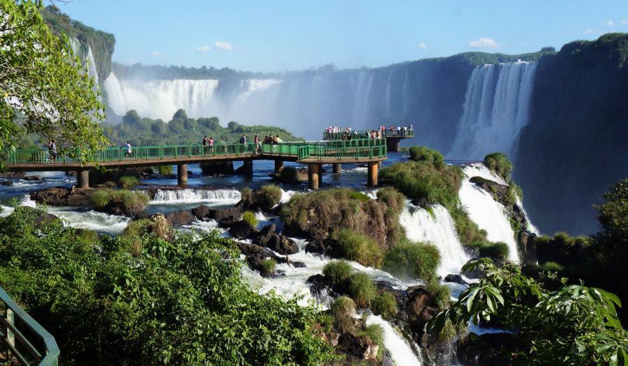 Las Cataratas del Iguazú, en la triple frontera de Argentina, Brasil y Paraguay es un emblema de la región.