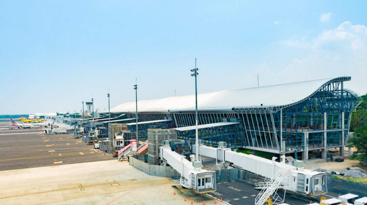 Ampliación del aeropuerto internacional de El Salvador.