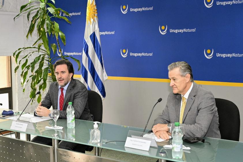 Ministro Germán Cardoso y Gabriel Gurméndez, presidente de Antel. Foto: Leonardo Correa