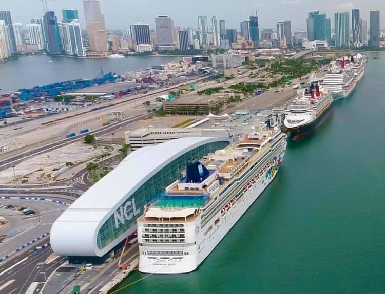 El Norwegian Gem fue el primer barco en operar en la nueva terminal de la compañia en Miami.