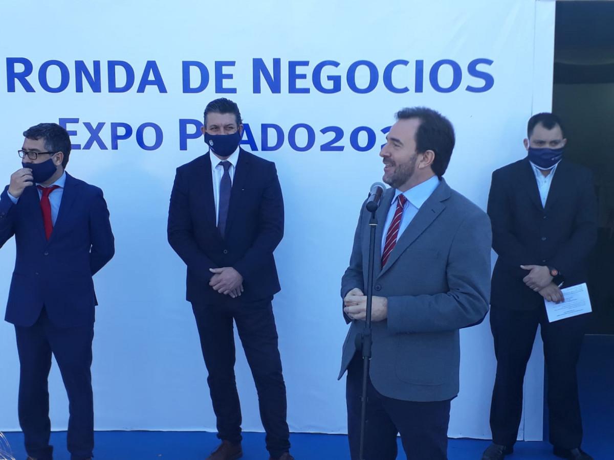Martín Pérez Banchero, director nacional de Turismo cesado; Ignacio Curbelo y Germán Cardoso en la Rural del Prado 2020. Foto: Javier Lyonnet