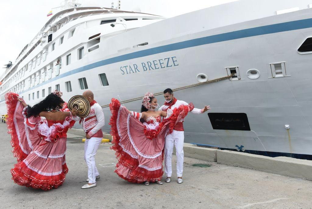 Recepción en Cartagena de Indias, donde el barco reinauguró el sector cruceros tras 17 meses.