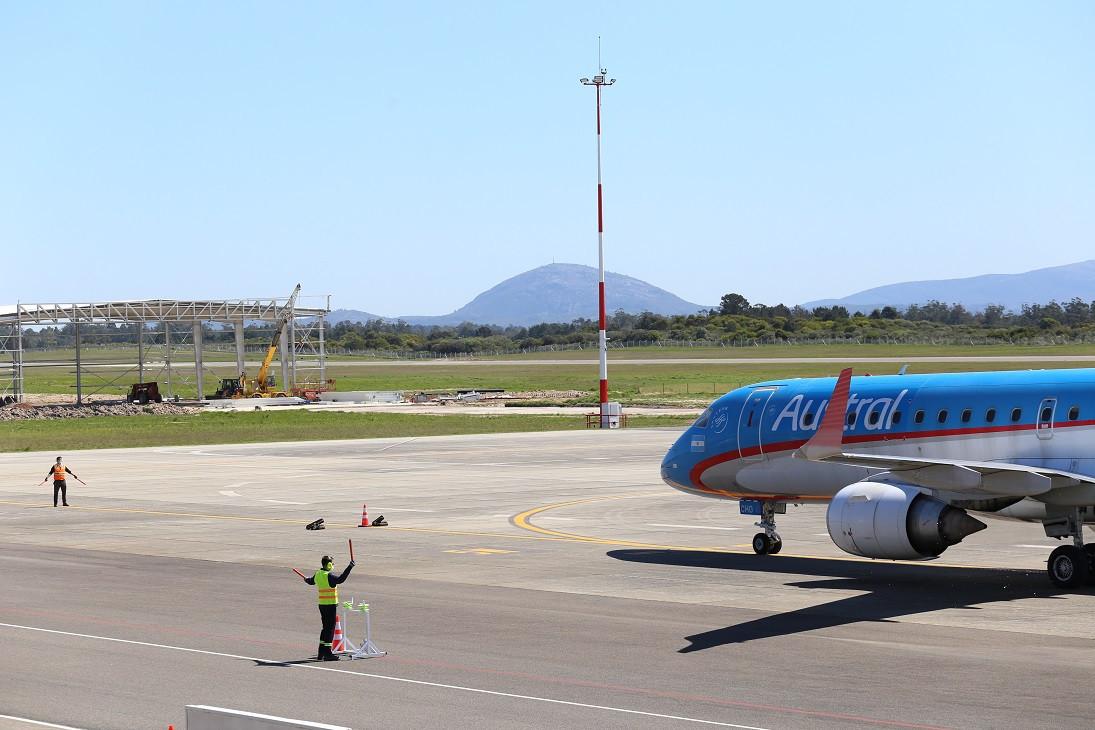 En los últimos días se reiniciaron los vuelos regulares entre Argentina y Uruguay a través de Aerolíneas Argentinas, única compañía que opera entre ambos países.