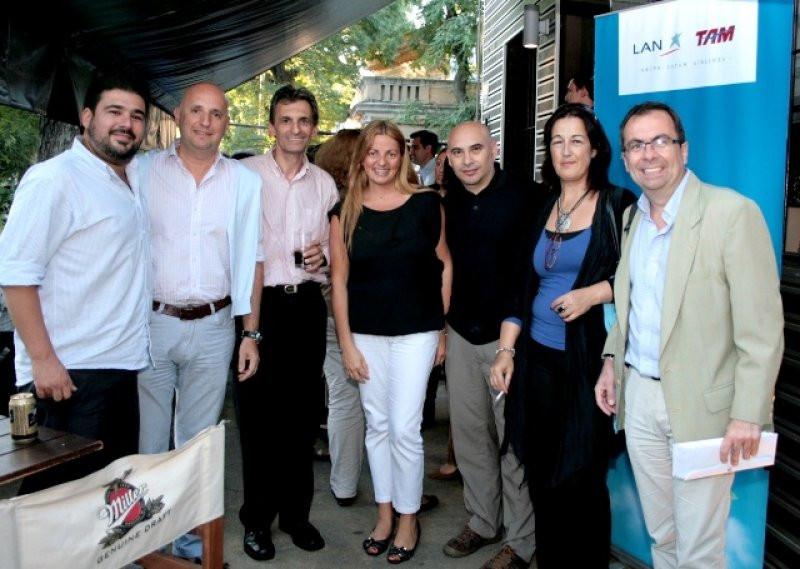 After office de LAN y TAM con agentes de viaje en Montevideo