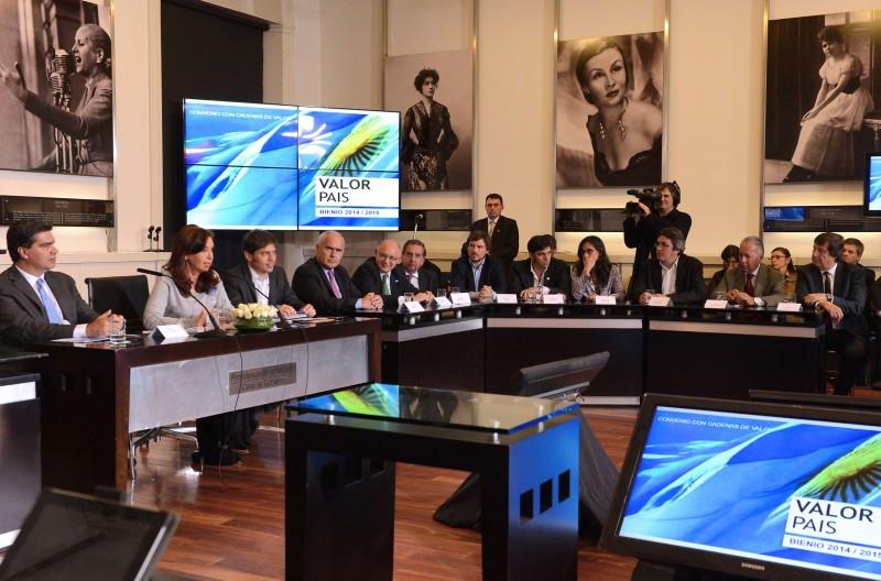 CAT y gobierno de Argentina firman acuerdo para potenciar la actividad.