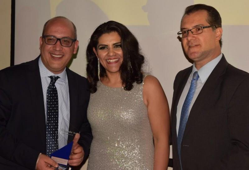 Isaac Halab, Talina Muñoz y Jorge Malagín en la entrega de premios.