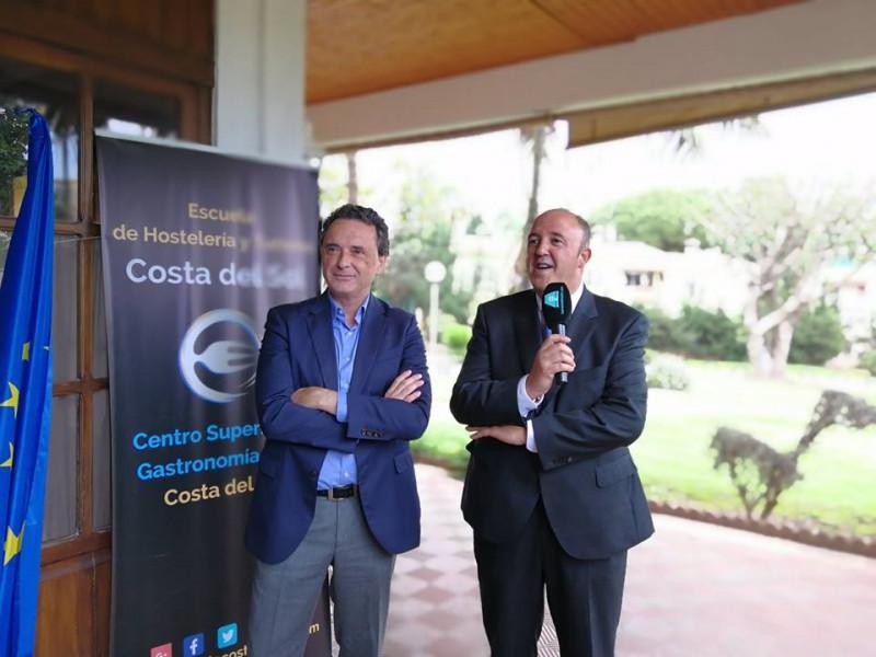 D. Jose Ortiz Alcalde de Torremolinos y D. Antonio Rodriguez director de la Escuela de Hostelería y Turismo Toremolinos