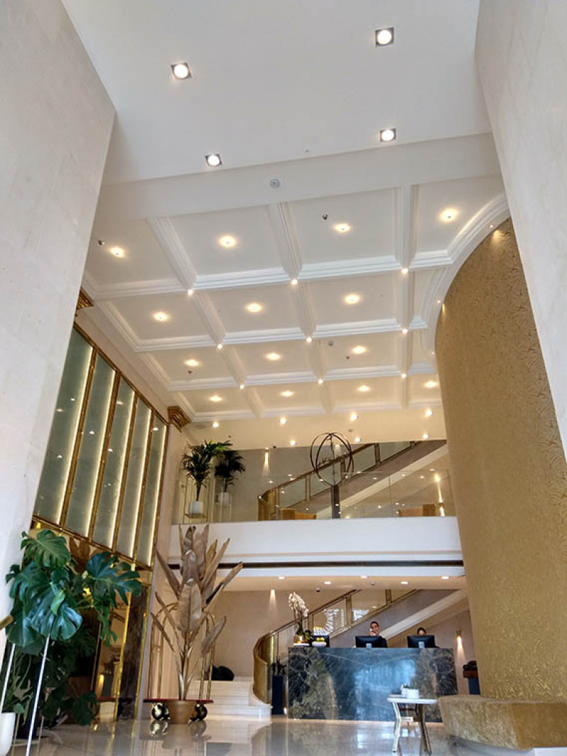 Las Molduras Orac Decor Coronan El Hall Del Nuevo Iberostar